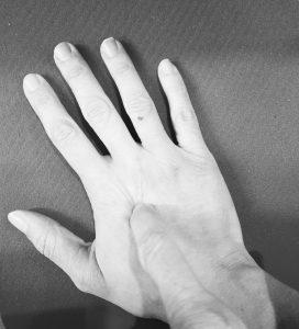 לחיצות על כף היד
